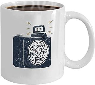 Tasse à café 11 oz en céramique blanche cadeau drôle insigne d'inspiration dessiné à la main avec illustration vectorielle...