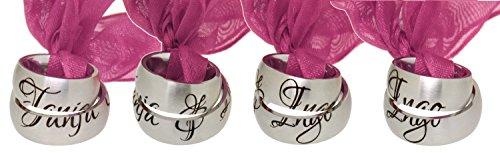 Zwei Partner-Ringe mit mittig geteilter Namensgravur