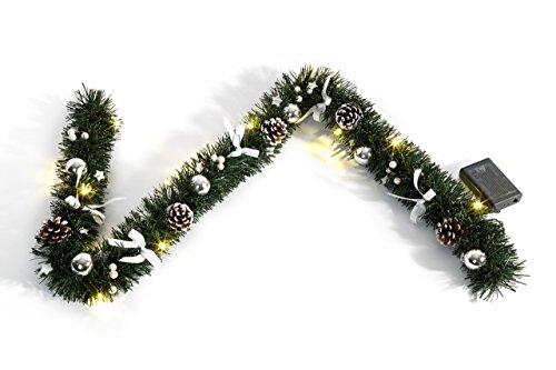 Heitmann Deco dekorierte Weihnachtsgirlande mit Kugeln; Schleifen und Zapfen - mit LED-Beleuchtung - grün; silber;weià - für innen