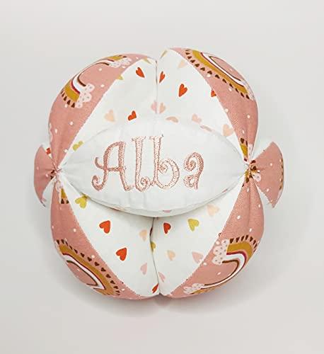 Pelota Montessori personalizada con el nombre del bebé bordado a máquina. 100% Algodón. Rosa-Salmón.