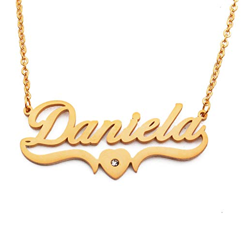 Kigu Daniela - Collar con nombre personalizado en forma de corazón chapado en oro, colgantes personalizados con nombre delicado, joyería para damas, novia, madre, hermana, amigas, bolsa y caja
