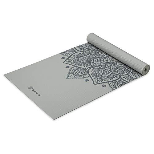 Gaiam Yogamatte, Premium-Druck, rutschfest, für alle Arten von Yoga, Pilates und Bodentraining, Schlachtschiff-Sonnenuhr, 5 mm
