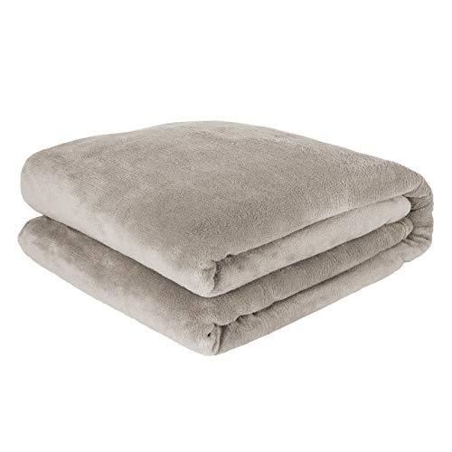 Pure Label Kuscheldecke / Heimdecke 150x200 cm aus Coral Fleece für Schlaf- und Wohnzimmer. Geeignet als Sofadecke und Couchdecke, Farbe Taupe