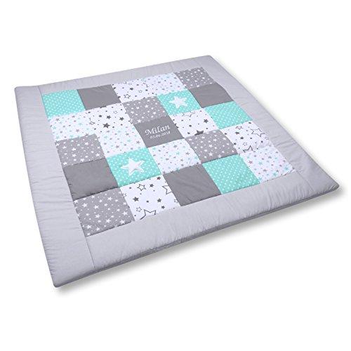 Amilian Krabbeldecke Patchworkdecke ideal als Spieldecke Laufgittereinlage Decke Kuscheldecke schön gepolstert mit Namen und Datum bestickt, ideal als Geschenk (M062) (105x105cm)