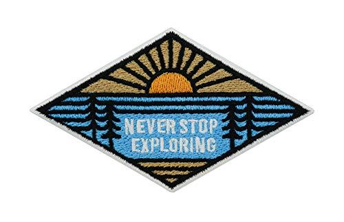 Finally Home Adventure Collection: Never Stop Exploring Berge mit Sonne und Bäumen Patch zum Aufbügeln | Outdoor Wandern Patches, Bügelflicken, Flicken, Aufnäher auch geeignet für Rucksäcke