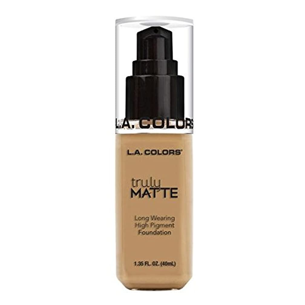 厚い熱狂的な症状(6 Pack) L.A. COLORS Truly Matte Foundation - Medium Beige (並行輸入品)