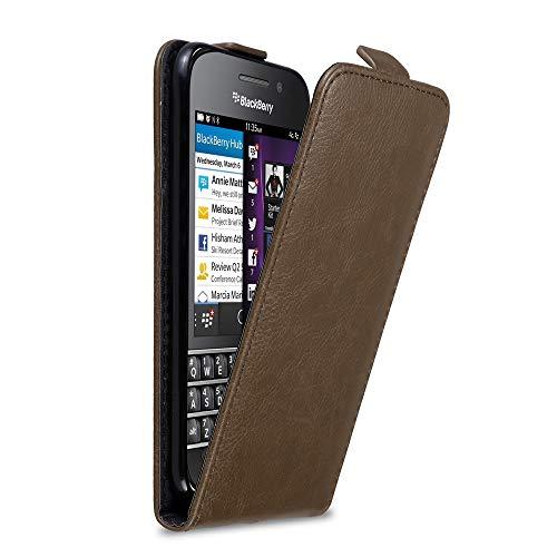 Cadorabo Hülle für BlackBerry Q10 in Kaffee BRAUN - Handyhülle im Flip Design mit Magnetverschluss - Hülle Cover Schutzhülle Etui Tasche Book Klapp Style