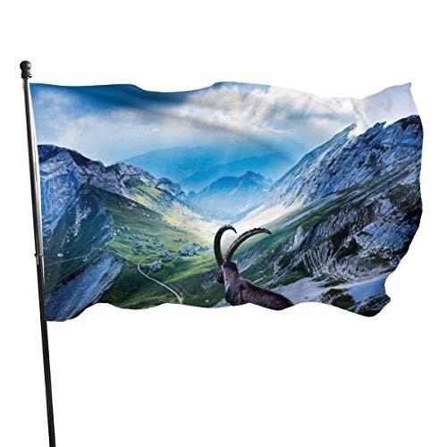 GOSMAO Bandera de Jardín Doble Costura Resistentes a la Decoloración UV Banner de Bandera Decorativo Exterior Fiesta Mardi Gras para Patio Césped Goatina de montaña 150X90cm