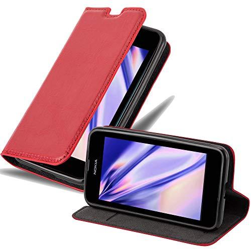 Cadorabo Hülle für Nokia Lumia 530 - Hülle in Apfel ROT – Handyhülle mit Magnetverschluss, Standfunktion & Kartenfach - Hülle Cover Schutzhülle Etui Tasche Book Klapp Style