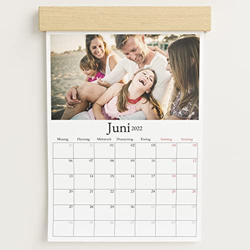 sendmoments Fotokalender 2022 mit dekorativer Holzblende & Relieflack, Schönes Jahr, Wandkalender mit persönlichen Bildern, Kalender für Digitale Fotos, Spiralbindung, DIN A4 Hochformat