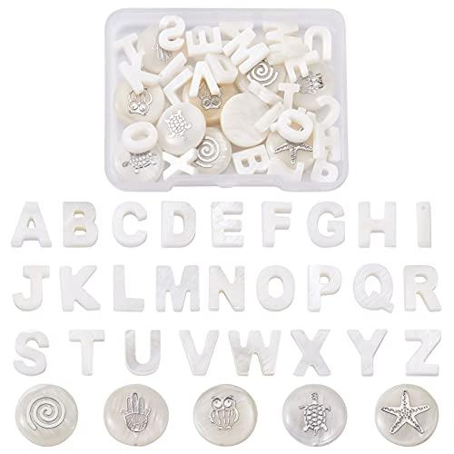 Beadthoven - 36 cuentas de concha de agua dulce naturales con diseño de letra del alfabeto, cuentas redondas y planas de tortuga de estrella de mar y cuentas perforadas para hacer joyas