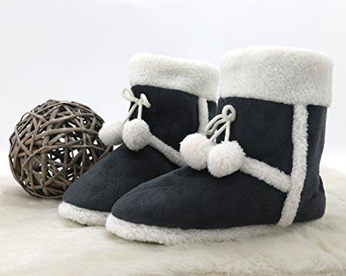 Fashion&Joy Hüttenschuhe Hausschuhe Alcantara Leder Optik in anthrazit grau Boots mit Fell & Bommel Größe 40 Antirutschsohle hoher Tragecomfort liebevoll verarbeitet Winter Stiefel Typ381