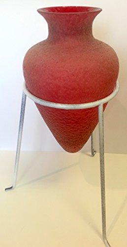 Jarrón con bulbo de cristal rojo de pie, con soportes metá