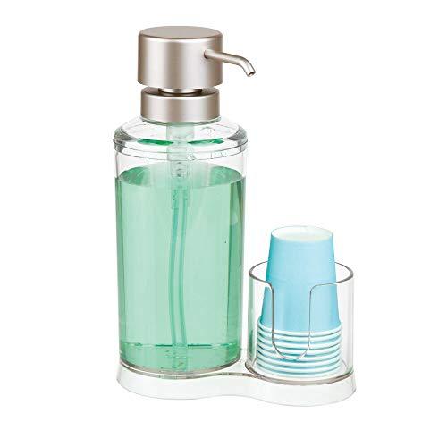 mDesign Dispensador de enjuague bucal con portavasos – Expendedor de plástico para enjuague con 8 vasos pequeños – Prácticos accesorios para baño para la higiene oral – transparente y plateado mate