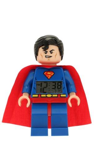 LEGO DC Comics 9005701 Super Heroes Superman Kinder-Wecker mit Minifigur und Hintergrundbeleuchtung, blau/rot , Kunststoff , 24 cm hoch , LCD-Display , Junge/ Mädchen , offiziell