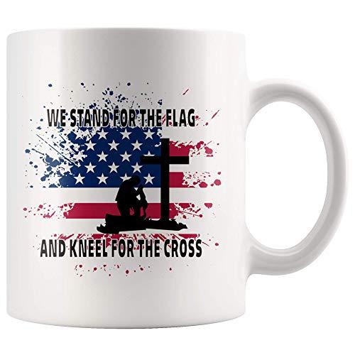 Wij staan voor de vlag en knieën voor het kruis Patriotische geschenken voor USA Soldaat Vintage Patriotisme Amerikaanse vlag keramische koffiemok