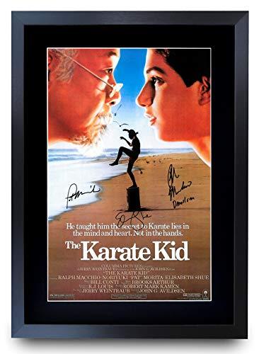 HWC Trading A3 FR Karate Kid Die Darsteller Ralph Maccio Pat Morita Geschenke Printed Poster Autogramm Bild für Film-Memorabilia Fans - A3 Eingerahmt