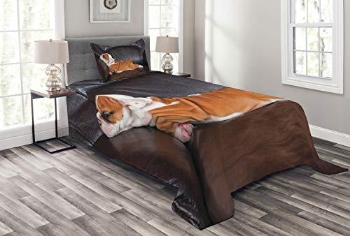 ABAKUHAUS Englische Bulldogge Tagesdecke Set, Resting Welpen, Set mit Kissenbezügen Waschbar, für Einselbetten 170 x 220 cm, Kamel Braun
