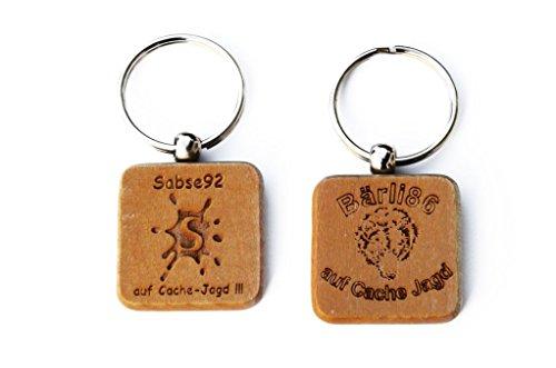 Personalisierbare frei gestaltbare Geocoin Schlüsselanhänger trackbar aus Holz eigene Tb Nummer TB, Coin, Coins, mit Travelbug