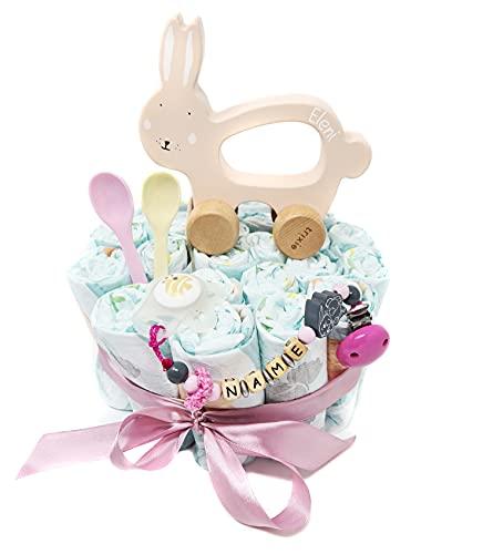 Elfenstall Windeltorte Pamperstorte mit Schnullerkette und Schnuller und vielen Extras als tolles Geschenk zur Geburt oder Taufe auf Wunsch mit Namen des Babys (Hase)