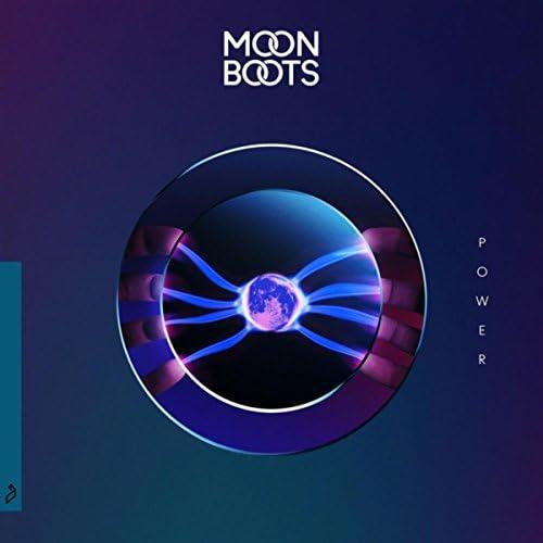 Moon Boots & Black Gatsby