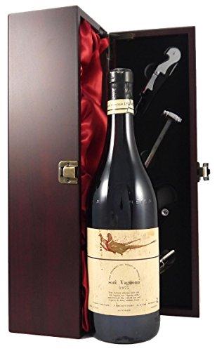Barbera Sori Vagnona 1975 Gaja in einer mit Seide ausgestatetten Geschenkbox. Da zu vier Wein Zubehör, Korkenzieher, Giesser, Kapselabschneider,Weinthermometer, 1 x 750ml