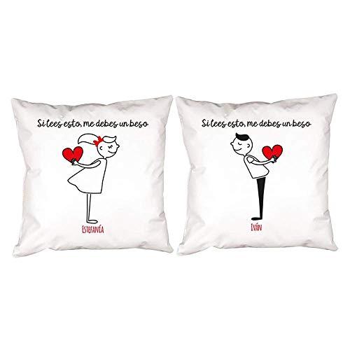 Regalo personalizable para parejas por San Valentin, aniversario, bodas de oro, bodas de plata, inauguración de una casa... Pack de 2 cojines 'Si lees esto...' personalizados con sus nombres