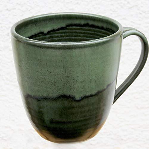 Tasse, Mega-Tasse grün, handgetöpfert, Höhe ca. 11 cm, Inhalt ca. 0,5 l Steinzeug