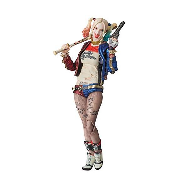 MAFEX Harley Quinn (reproducción) 1