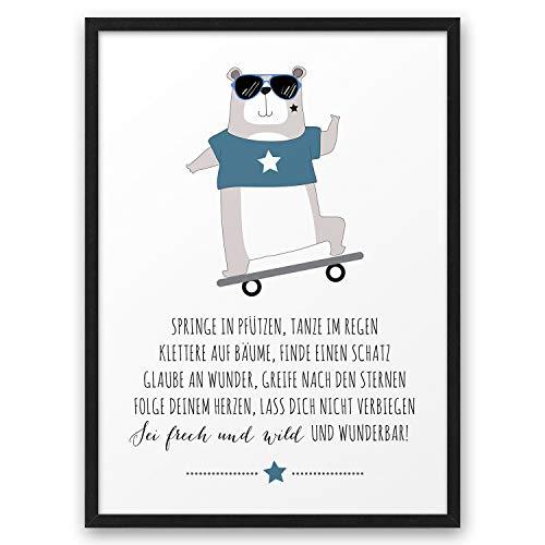 Bär mit Skateboard Frech Wild Wunderbar ABOUKI Kunstdruck Poster Bild Geschenk-Idee Junge Mädchen Kind Geburtstag Einschulung Kindergarten - ungerahmt DIN A4