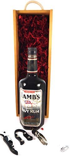 Lamb's Demerara Navy Rum 1990's Bottling (1 Litre) en una caja de regalo con cuatro accesorios de vino, 1 x 1000ml
