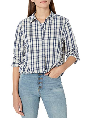How Do You Wear an Oversized Shirt With Jeans?