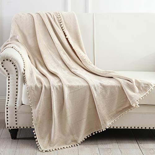 NordECO HOME Flanelldecke – weiche, gemütliche warme Decke mit Pompon-Fransen für Couch, Bett, Sofa, Stuhl, 127 x 152,4 cm, Beige / Braun