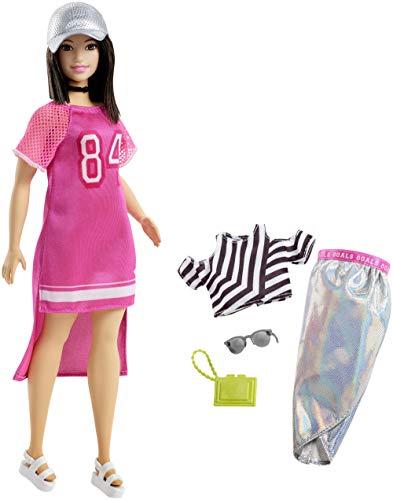 Mattel Barbie - Fashionistas pop en modieuze cadeauset, in zilveren rok, met kap