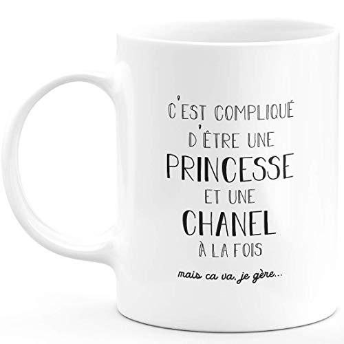 Taza de regalo de Chanel – complicado de ser una princesa y una canción – Regalo personalizado para nombre de cumpleaños, mujer, Navidad, abandono colega, cerámica – blanco