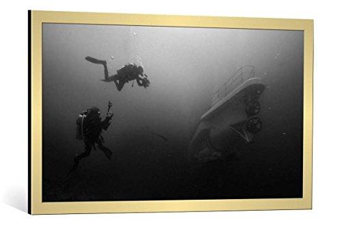 kunst für alle Quadro con Cornice: Marcel Rebro Meeting with CPT Nemo - Stampa Artistica Decorativa, Cornice di Alta qualità, 100x55 cm, Oro Spazzolato