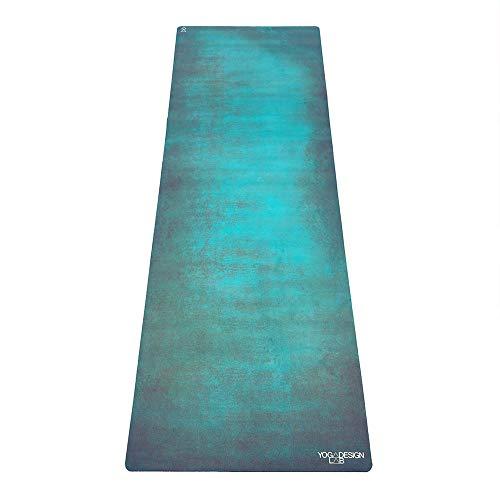 YOGA DESIGN LAB | La esterilla de yoga Combo | 2 en 1 estera+toalla | Eco Luxury | Ideal para yoga caliente, poder, Bikram, Ashtanga, sudor | Incluye correa de transporte (verde egeano, 5,5 mm)