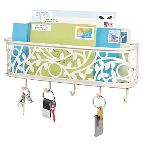 mDesign praktische Briefablage mit Korb für Flur und Küche – kompaktes Schlüsselboard mit 1 Fach für Post und 5 Haken – wandmontiertes Schlüsselbrett aus Metall – cremefarben/beige