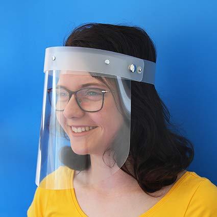 Gesichtsschutzmaske Face Shield Behelfsgesichtsschutz Visier aus Kunststoff universelle Passform hochklappbar Made in Germany