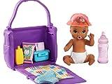 Barbie Famille Skipper baby-sitter, petite figurine bébé brun, sac à langer et accessoires, jouet pour enfant, GHV86