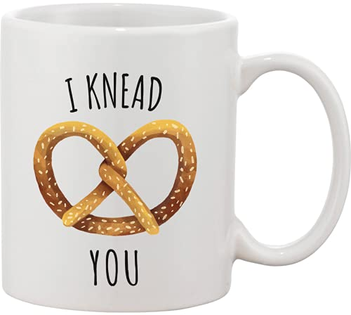 I Knead You Tasty Pretzel - Taza de cerámica, diseño de Stella