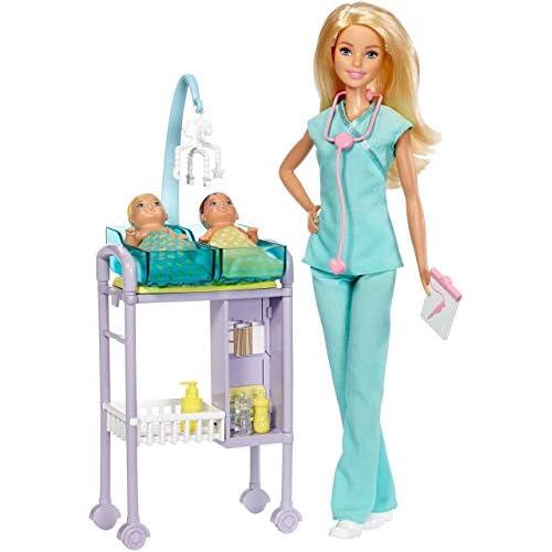 Barbie Playset Pediatra Bambola con Capelli Biondi, Accessori a Tema, Set per Le Visite e 2 Piccoli Pazienti, DVG10