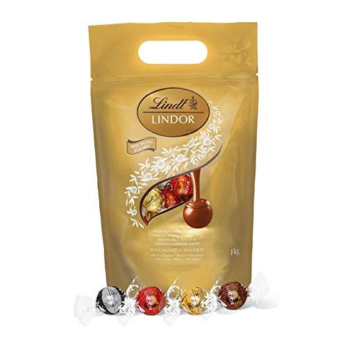 LINDOR Beutel Mischung, gefüllt mit einer Auswahl an einzeln verpackten Schokoladen-Kugeln mit zartschmelzenden Füllungen (Vollmilch, Weiß, Dark und Haselnuss) - ca. 81 Kugeln, 1er Pack (1 x 1kg)