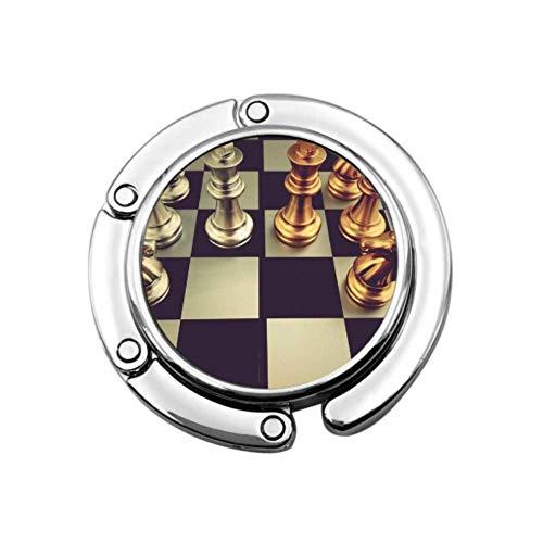 Schachbrett mit Schachfiguren auf schwarzem Handtaschenhalter Tisch Bürotaschenaufhänger Faltbereich Lagerung Tragbarer Taschenaufhänger