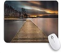 印刷されたマウスパッド木製の橋の湖の風景、桟橋の曇りの劇的な空の夕日の眺め、ゲームプレーヤーのオフィス用の装飾的なマウスパッド、デスクの装飾、9.5x7.9インチ