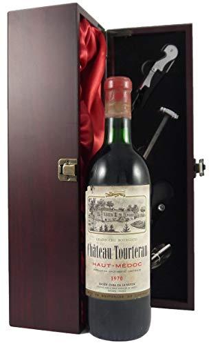Chateau Tourteran 1970 Haut Medoc Grand Cru Bourgeois in einer mit Seide ausgestatetten Geschenkbox. Da zu vier Wein Zubehör, Korkenzieher, Giesser, Kapselabschneider,Weinthermometer, 1 x 750ml