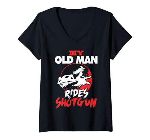 Donna Il mio vecchio uomo cavalca Fucile Halloween Maglietta con Collo a V