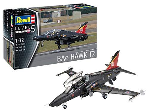 Revell 03852 BAe Hawk T2, Trainingsflugzeug der RAF, Flugzeugmodell 1:32, 39,5 cm originalgetreuer Modellbausatz für Experten, unlackiert