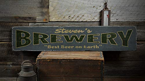 Cartel de madera de cervecería, personalizable con nombre de camarero, mejor cerveza en la tierra, decoración de pared de granja, decoración rústica de madera para pared
