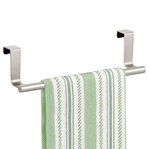 mDesign Geschirrtuchhalter zum Hängen – Handtuchhalter Küche zum Hängen über die Küchenschranktür – stilvoller Badetuchhalter aus rostbeständigem Metall – mattsilberfarben